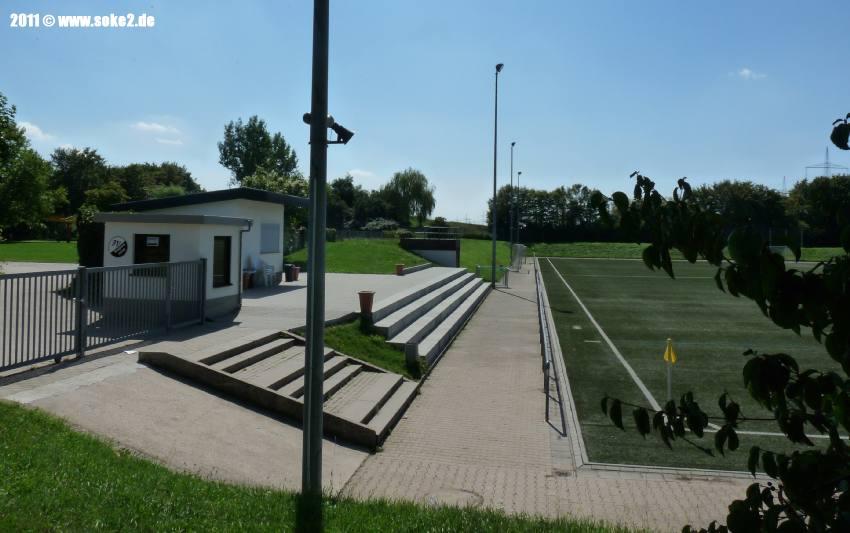 Soke2_Nussloch,Max-Berk-Stadion_Kunstrasen_P1560025