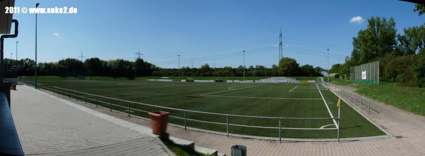Soke2_Nussloch,Max-Berk-Stadion_Kunstrasen_pano-1