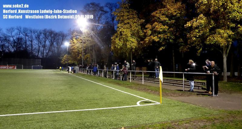 Ground_Soke2_191109_Herford,Kunstrasen-Ludwig-Jahn-Stadion_Wetsfalen_P1200319
